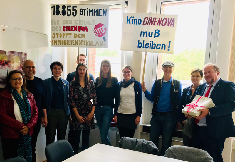Petitionsübergabe-Cinenova-Ehrenfeld